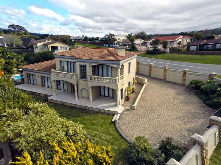 R4.5 - 4 Bedroom House For Sale in Upper Robberg