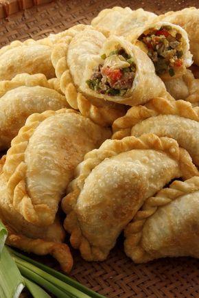 Una versión de la tradicional empanada argentina, estas deliciosas empanadas las puedes preparar para comenzar una parrillada o comida en familia.: