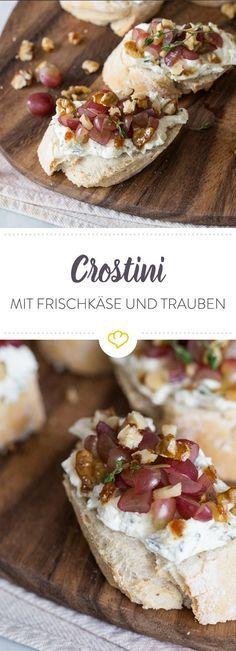 Thymian-Crostini mit Kräuterfrischkäse, karamellisierten Walnüssen und Trauben – ja