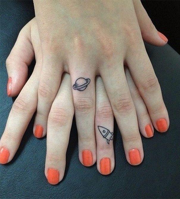 tatuajes hermanas saturno y nave
