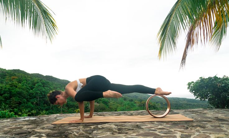 God til å trene kjernemuskulatur. Yogahjulet er en nyhet i yogaverden, som har tatt utlandet med storm.  Vi er stolte over å bringe denne nyheten til norske yogaelskere. The Asanas Kork Yogahjul. Finnes på www.theasanasyoga.no