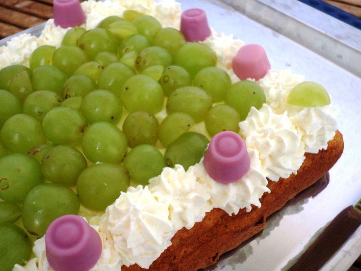 Grape tart  with vanilla cream | Weintraubentorte