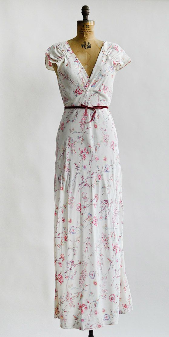 vintage 1930s white rayon floral print nightgown | Drifting Vervain Slip #30svintage #vintagelingerie