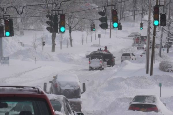 The scene on Route 25 in Lake Grove during the snowstorm as reported by Ed Betz, Videojournalist: Ed Betz (Feb. 9, 2013)