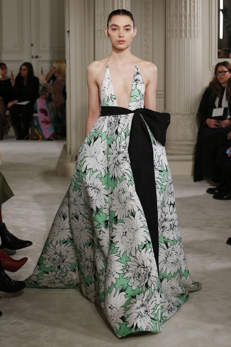 The complete Valentino Spring 2018 Couture fashion show now on Vogue Runway.