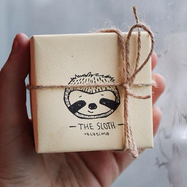 Коробочка в которой ленивец едет в путешествие к новому хозяину #подаркисвоимируками #декор #милыекоробки #ленивцы #иллюстрации #вдохновение #идеи #коробочки #хендмейд #милости #cute #sloth #handmade #box #velasima #decor #illustration #inspiration #artbox #creativebox