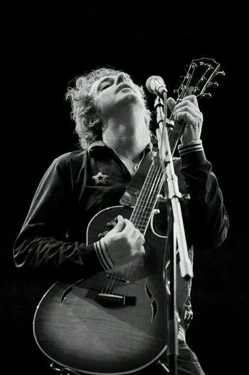 Gustavo Cerati, gracias totales por brindarnos todo tu talento. Se te extraña acá abajo #ídolo