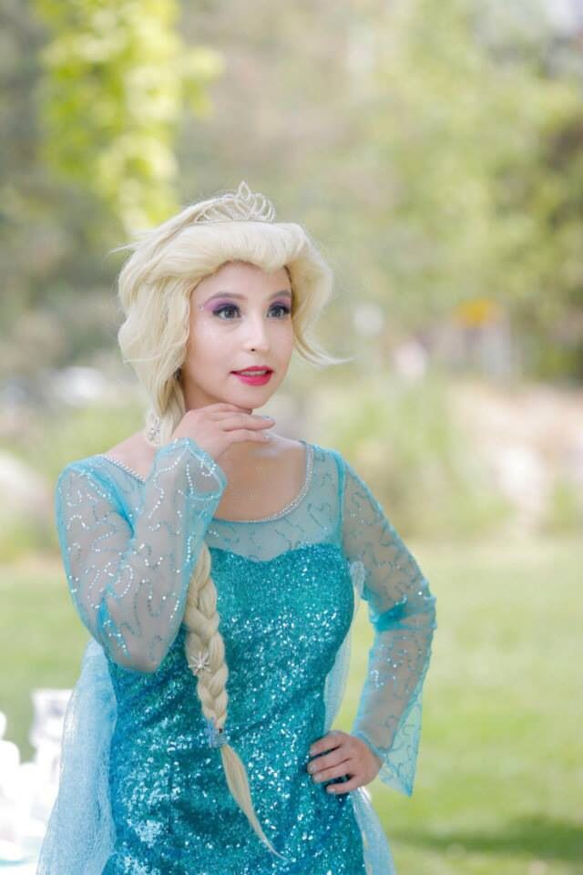 Elsa y Anna estarán contigo en tu día! Y cantarán en vivo sus maravillosas canciones! Reserva tu fiesta con anticipación! www.facebook.com/petitposhcumpleanos #annafrozen #frozenparty #showdefrozen #frozenshow #animacioncumpleanos #elsafrozen