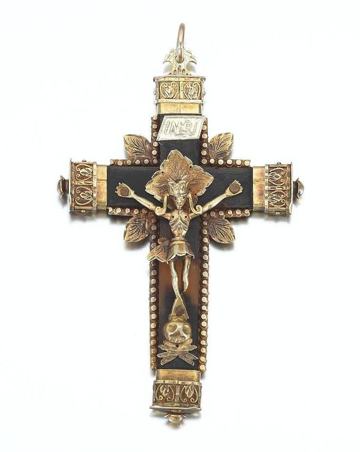 A Victorian Gold Crucifix Pendant