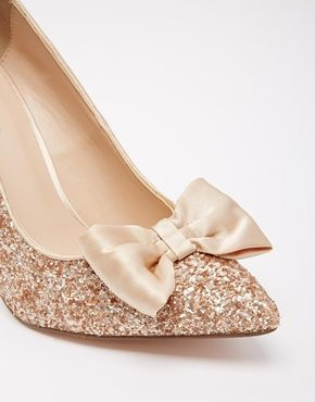 Sparkly bow heels? Yes, please! http://rstyle.me/n/v5ktin2bn