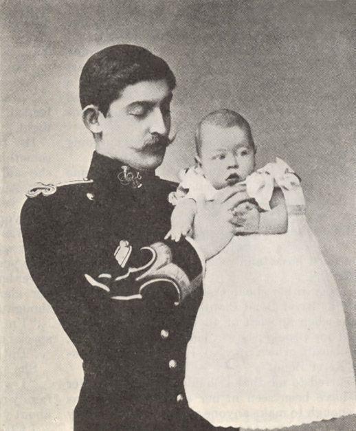 Principele moştenitor Ferdinand al României cu Principele Carol, născut la 15 octombrie 1893 la Castelul Peleş din Sinaia.