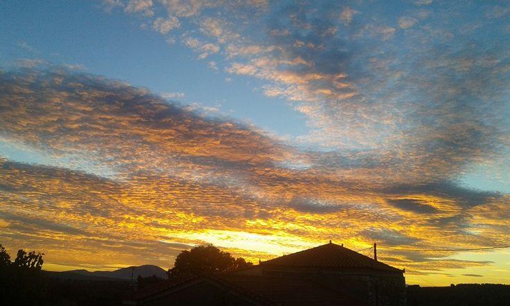 Ο ουρανός στην Εύβοια πήρε φωτιά! ΕΙΚΟΝΕΣΜαγευτικό ηλιοβασίλεμα στην Εύβοια. .οι φωτογραφίες είναι του site-daddy-cool.gr