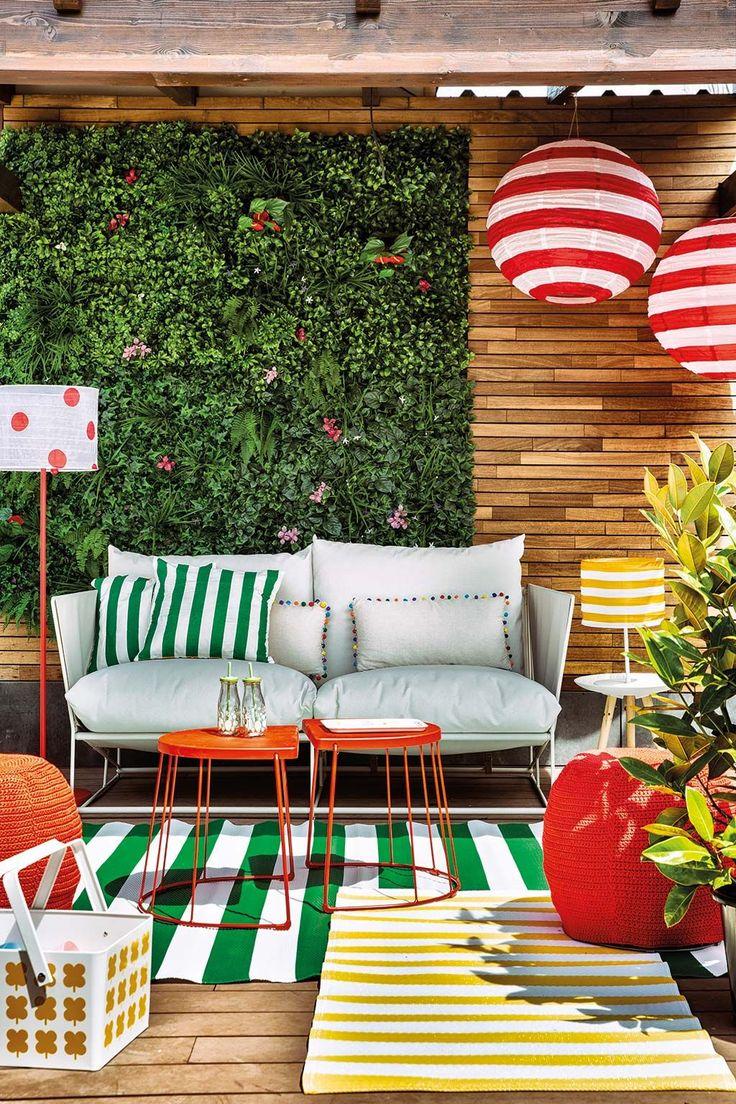 3 JARDINES DECORADOS CON MUCHO ENCANTO Y ESTILOS DIFERENTES Para disfrutar del buen tiempo no es necesario salir de casa. Inspírate en estas ideas y convierte el jardín o la terraza en un espacio que destile encanto. Foto: Miriam Yeleq #jardin #deco #decopractica #decofresca #historiasparavivir #interiores #inspo Patio Wall Decor, Ceiling Decor, Bohemian Patio, Décor Boho, Diy Patio, Backyard Patio, Patio Bohemio, Ideas Terraza, Bohemian Decorating