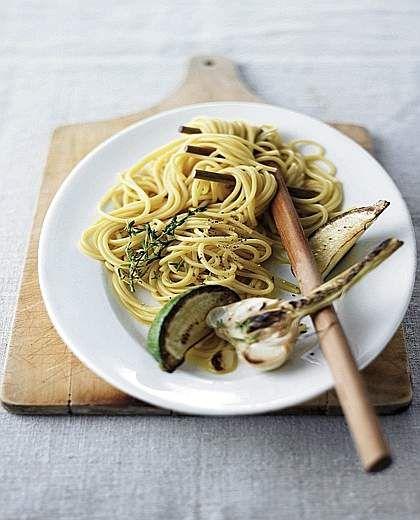 Spaghetti all'aglio, limone e prezzemolo | #vegan #vegetarian