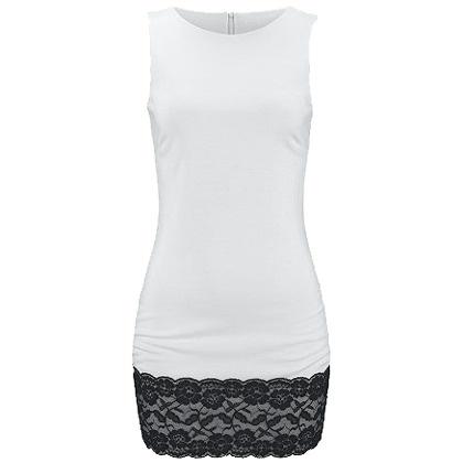 Trendy weißes Kleid von Melrose. Das Kleid mit schwarzer Spitze am Saum bildet kombiniert mit schwarzen High Heels ein umwerfendes Partyoutfit.