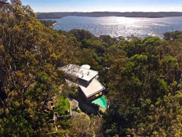 Australian residential architecture in the bush