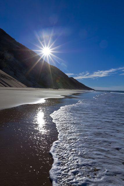 Radiante sol en las orillas del Parque Nacional Gran Sandy en Australia