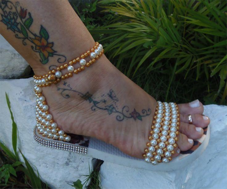Linda sandália bordada em Perolas Super Fácil! FINAL OU MEIO? Por Maguida Silva! Mostro VARIAS OPÇÕES para bordar a parte da frente, E deixar sua havaianas s...