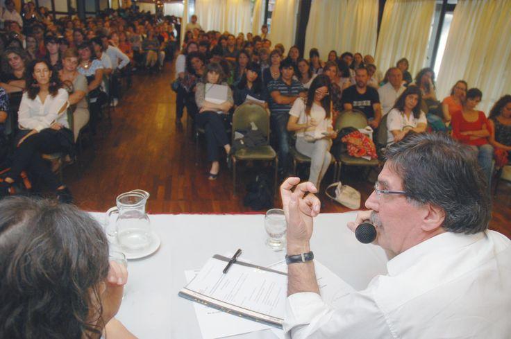 Buenos Aires, 20 de marzo de 2013. El ministro de Educación de la Nación, Alberto Sileoni, cerró el Primer Encuentro Nacional de Capacitación de Capacitadores, junto a la directora nacional de Nivel Pirmario, Silvia Storino, en el marco de la Política Nacional de Ampliación de la Jornada Escolar.
