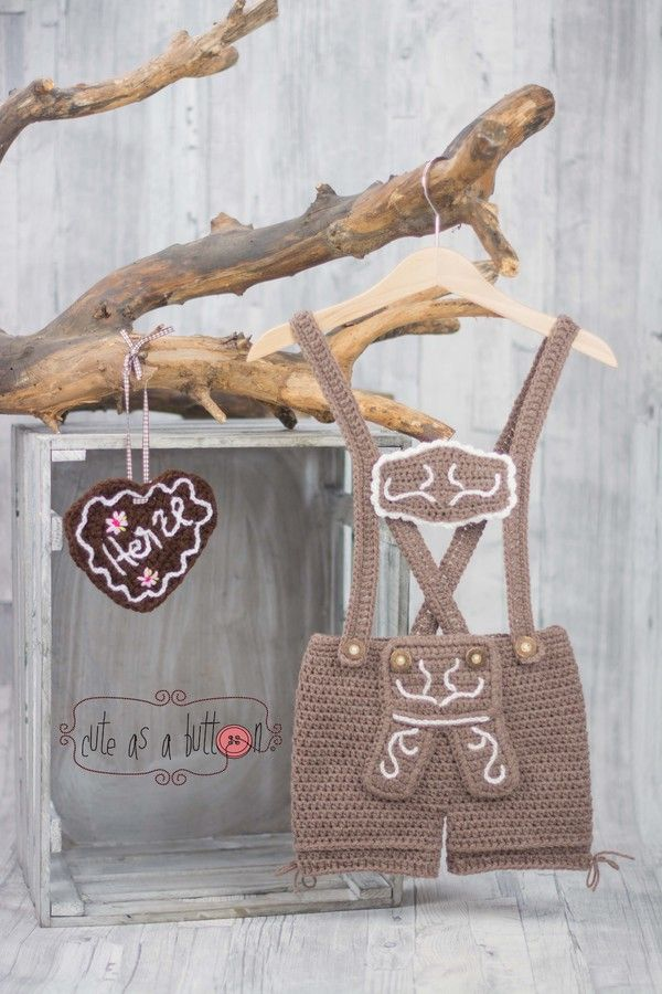 Häkelanleitung Lederhosn' - alle Größen https://www.crazypatterns.net/de/items/8256/cute-as-a-button-lederhosn-haekelanleitung