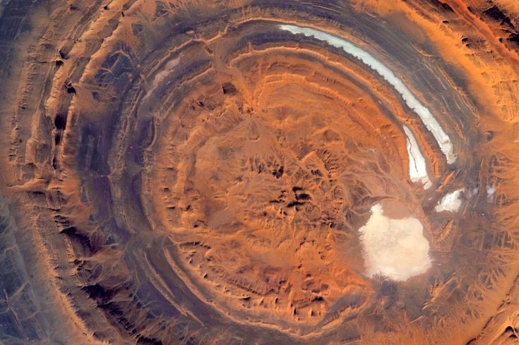 #EarthArt is in the eye of the beholder. #YearInSpace