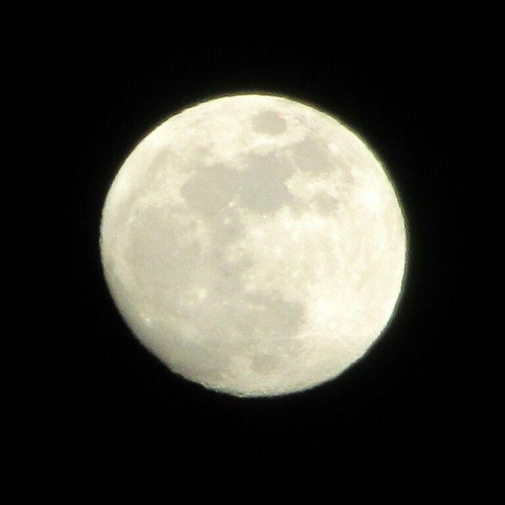 """""""Come la luna sarà fermamente stabilito a tempo indefinito, E come testimone fedele nei cieli nuvolosi."""" - Salmo 89:37"""