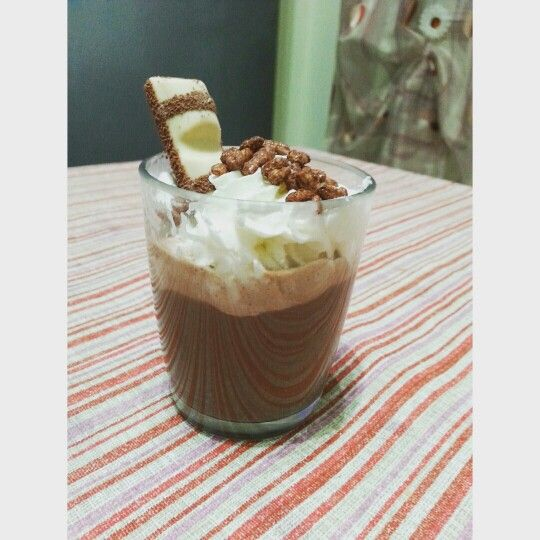 latte choccolate con panna cereali e kinder bueno