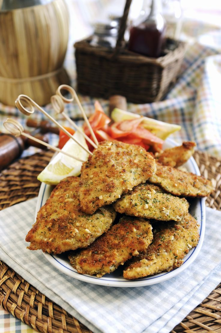 Petto di pollo al forno impanato: carne magra e tenera racchiusa in una croccante panatura di pangrattato, parmigiano, prezzemolo e pinoli!