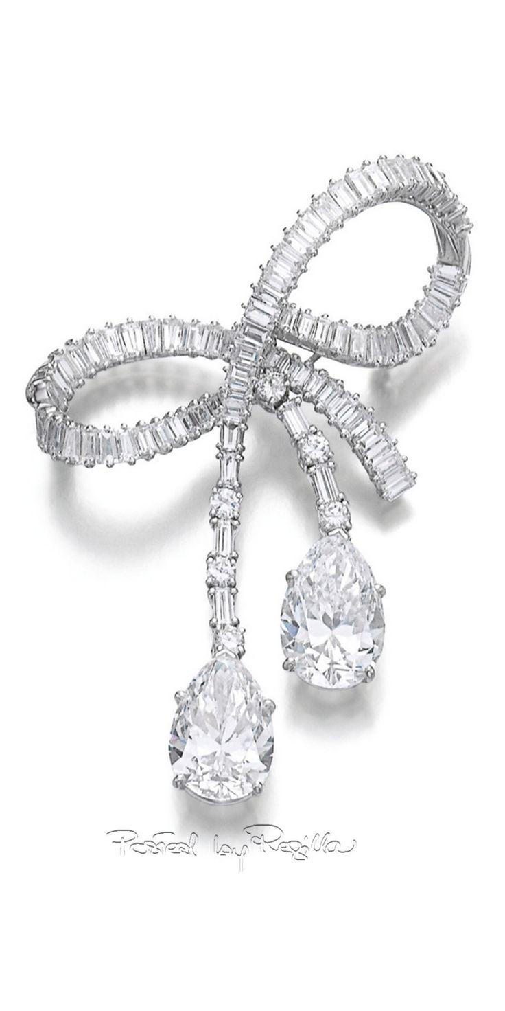Regilla ⚜ Diamond brooch