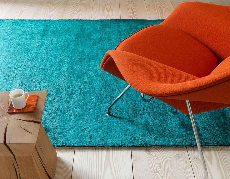 Complementair contrast. De twee kleuren hebben niets met elkaar gemeen en versterken elkaars stralingskracht. In deze afbeelding is een cyaan - oranjerood complementair contrast te zien.