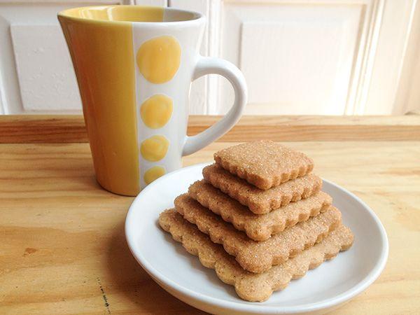 """haciendo el """"canelo"""": pirámide de galletas napolitanas"""