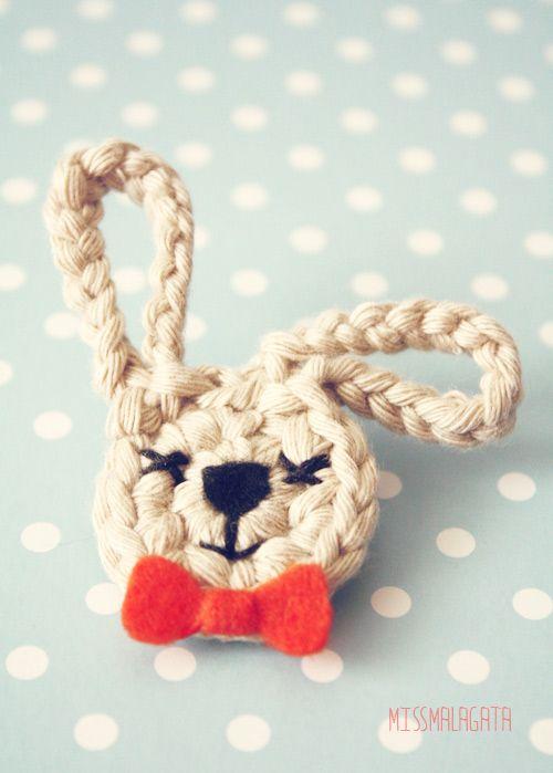 Miss Malagata: crocheted bunny. Darn cute.