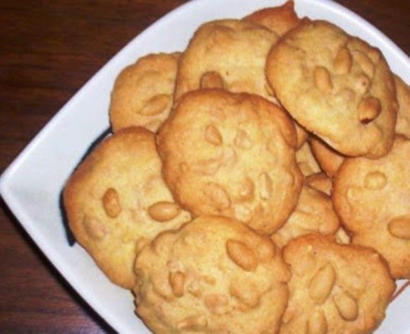 Surinaamse Pindabanket beter bekend als pindakoekje zijn heerlijke koekjes die je vaak tegen komt op surinaamse feestjes en partijen. Ingrediënten: - 500 gram pinda - 300 gram basterdsuiker - 4 zakjes vanillesuiker - 300 gram roomboter - 500 gram bloem - 1 zakje bakpoeder - 1 eetlepel vanille essence - 1 eetlepel amandel essence -…