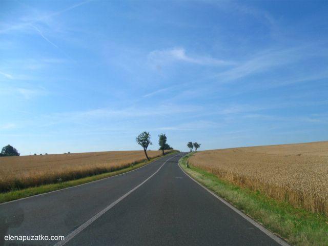 На машине в Германию. Оплата дорог, ПДД, комплектация авто, стоимость бензина, экологические зоны, парковки. Что нужно знать путешественникам для поездки на машине в Германию. Делимся опытом поездки на автомобиле.