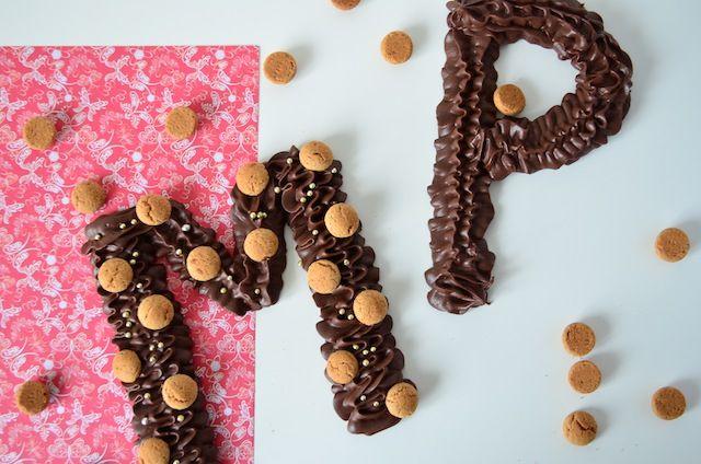 Een chocoladeletter maken is super leuk om te doen. Leef je helemaal uit met het maken van een mooie letter, een heel woord of een gekke vorm.