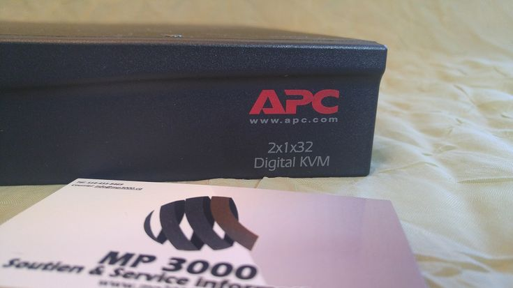 APC digital KVM 2x1x32 avec cablages https://mp3000.ca/produit/apc-digital-kvm/ 4 695 $ Avec câblage 2x1x32 P/N :AP5615 CMH :1025 Contrôlez jusqu'à 32 serveurs avec ce commutateur KVM à l'aide d'un ordinateur local (PS/2 ou USB) ou de 2 PC distants. •2 ports PS/2 (clavier et souris) •1 port VGA •4 ports USB •32 ports serveurs (RJ45) •2 ports LAN, 1 port modem, 2 ports PDU •Possibilité de cascader plusieurs AP5615 selon vos besoins •Support multi plateformes •Contrôle des utilisateurs