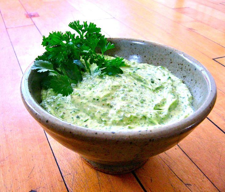Como fazer maionese verde - umComo. Experimente fazer em casa é mais fácil do que imagina :)