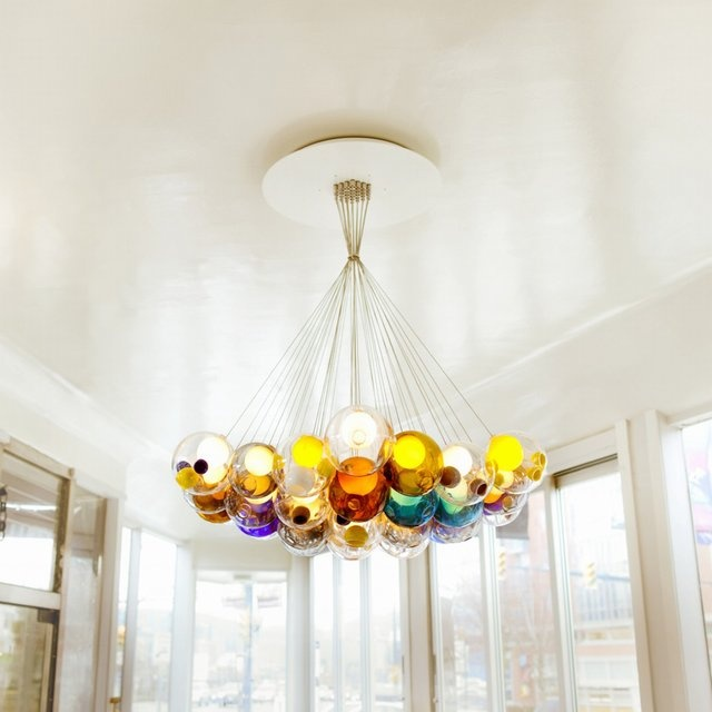 This pendant could bring the glamour indice of a place to another level. THIRTY-SEVEN PENDANT COLOuR.