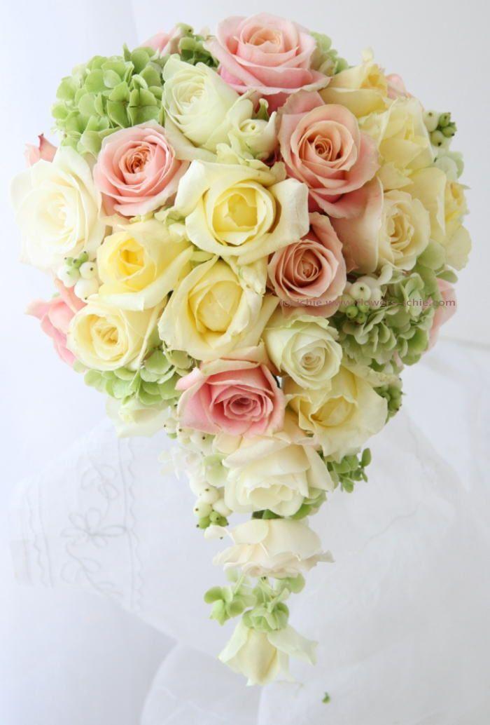 ブーケ セミキャスケード 黄色とオレンジピンクとシンフォリカルポス : 一会 ウエディングの花