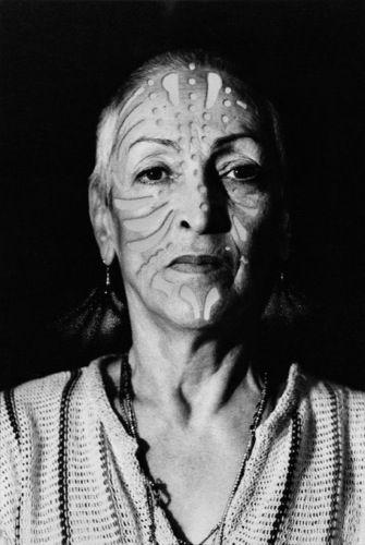 Meret Oppenheim: Porträt mit Tätowierung, 1980. Photo: Heinz Günter Mebusch, Duesseldorf © VG Bild-Kunst, Bonn, 2013