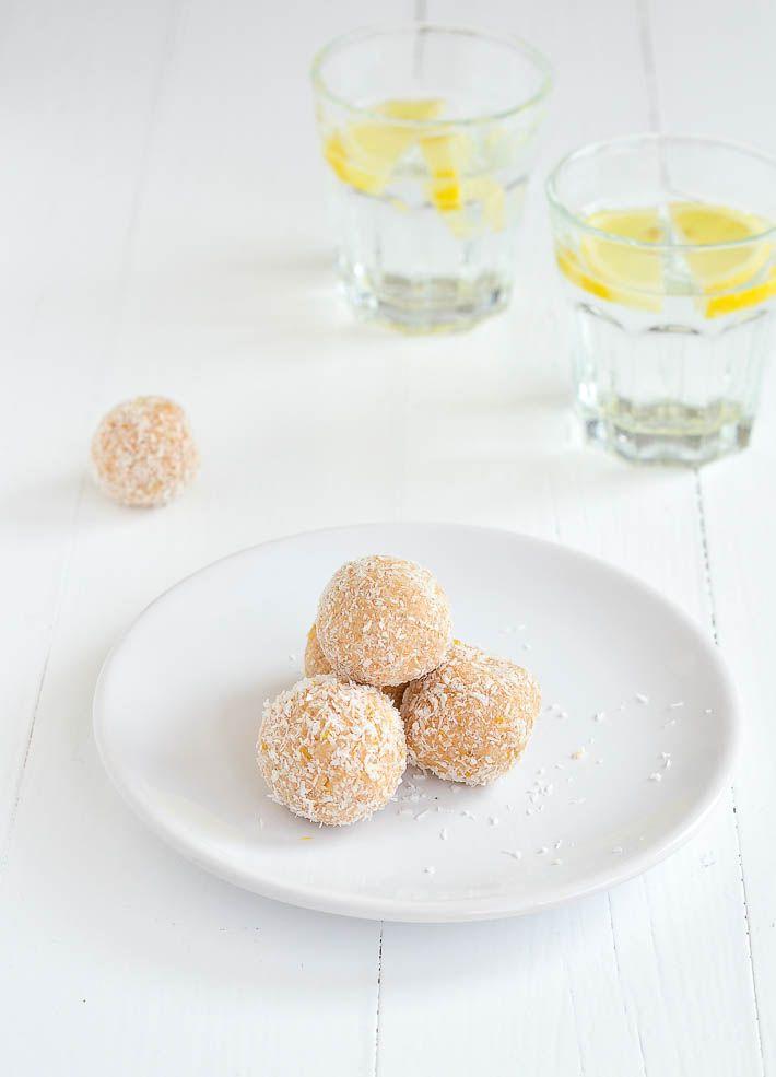 Zin in een lekkere snack? Deze cashew ballen met citroen zijn echt heerlijk. En heel easy om te maken.