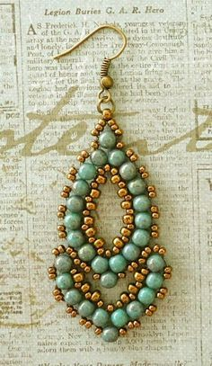 Esmeralda Earrings  variant. Tute here .https://www.youtube.com/watch?v=T0HvnZANxeg  #Seed #Bead #Tutorials