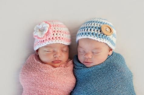 """A study has found that the risk of preterm birth could be halved for a specific group of """"super high-risk"""" twin pregnancies."""
