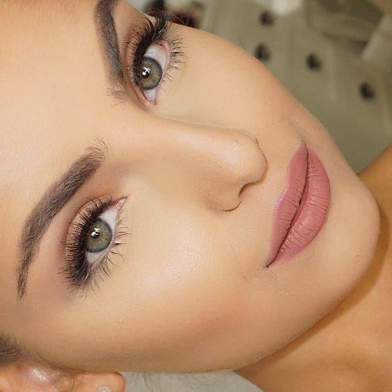 Aprende a hacer un maquillaje natural aquí --> https://claudiaconsultoraenimagen.wordpress.com/2017/05/08/maquillaje-en-la-oficina/