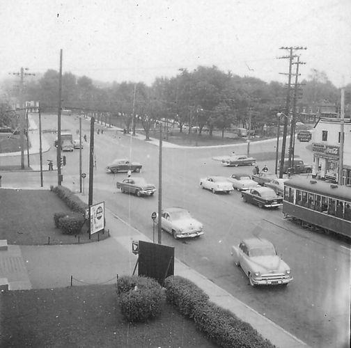 Corner of Côte-des-Neiges and Queen Mary Road  Circa 1955  © Ville de Montréal, Gestion de documents et archives (Microfiche U-697-10), © Héritage Montréal