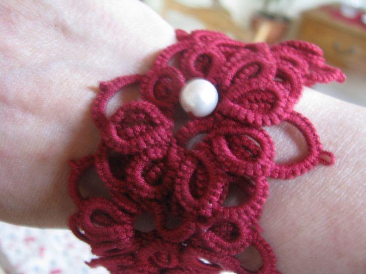Bracelet rouge bordeaux #frivolité #tatting #mode #bijoux