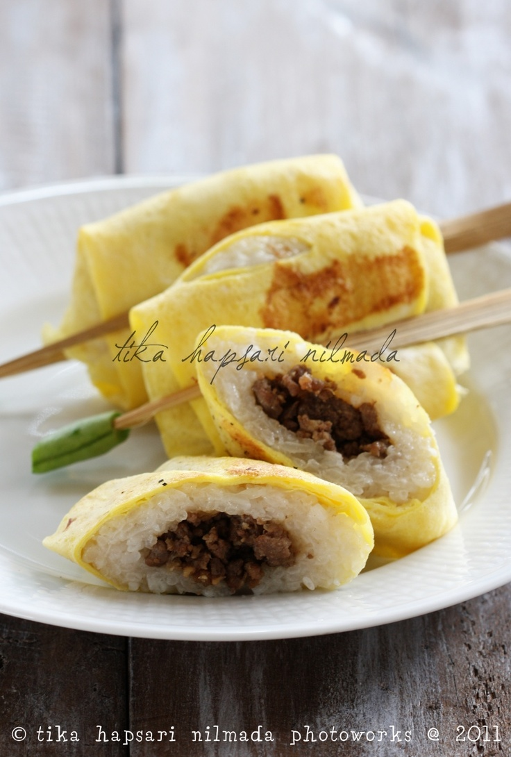 Jadah manten / Glutinous sticky rice roll wrapped omelet