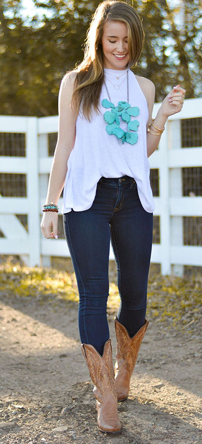 Love this outfit. Love turquoise necklaces and simple cute look