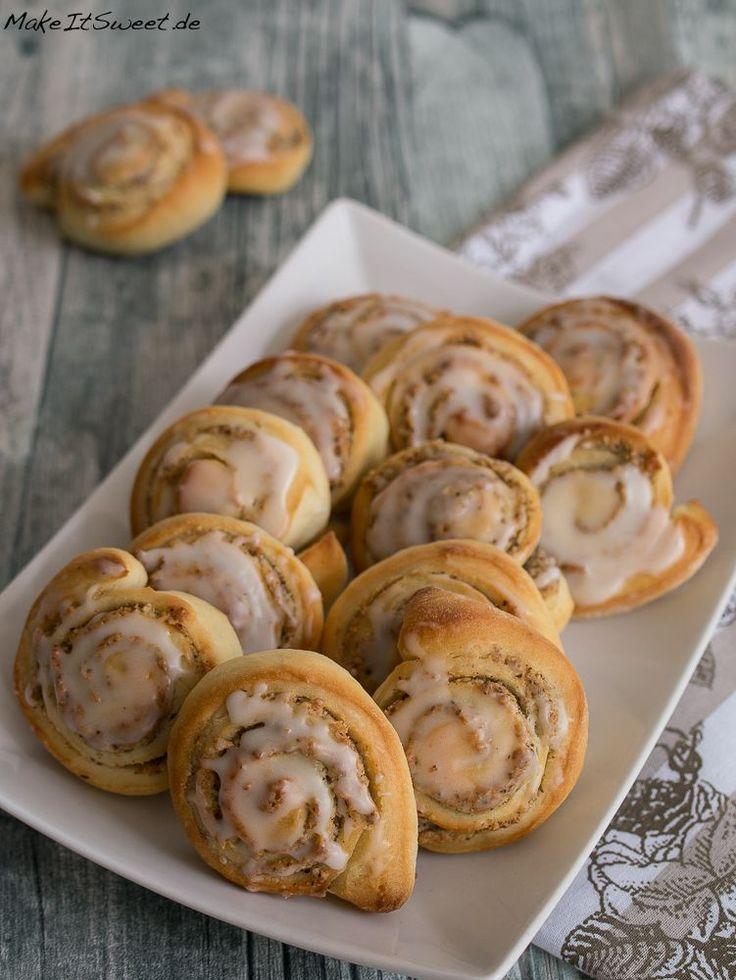 Ein einfaches Rezept für kleine Nussschnecken mit einer Glassur mit Zitronengeschmack. Die Nussschnecken sind perfekt für den Kaffeetisch.