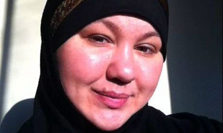 Seorang warga Amerika Serikat yang meninggal di Suriah ketahui adalah seorang Mujahidah atau pejuang wanita dari negara bagian Michigan. Dia adalah seorang janda yang menjadi mualaf lima tahun lalu.